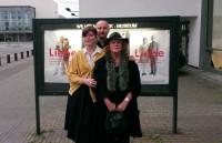 Nadine, Damian und Beate vor dem Wilhelm-Hack-Museum