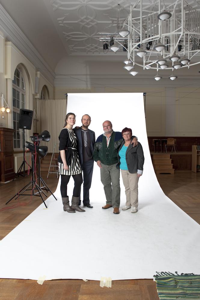 Erschöpft, aber glücklich haben wir uns mit dem allerletzten Paar des fast zwei Jahre dauernden Projektes fotografiert.